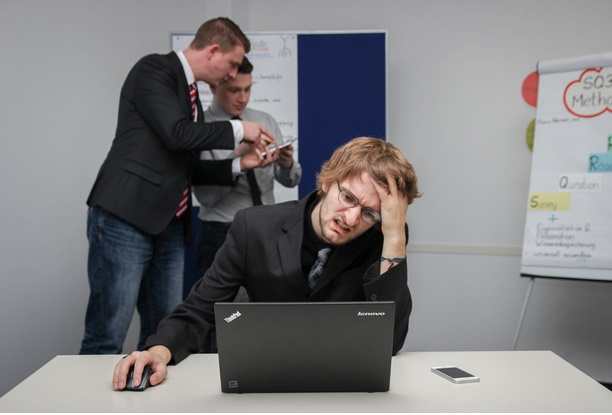 8 Warning Signs You're in a Toxic Work Environment